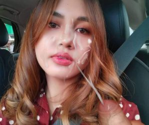 Hot babe taking cumshot in car